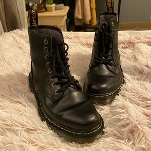 doc martens | black lace up boots 1460s